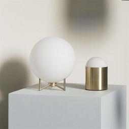 lampe-a-poser-en-verre-blanc-socle-metal-dore-hubsch-3