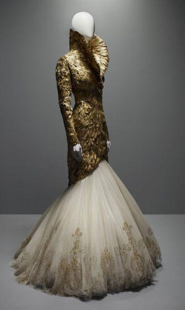 robe Alexander McQueen (source pinterest)