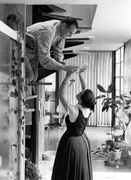 Charles-Ray-Eames-at-home-c70